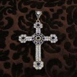 Cruz de plata y circonitas azul